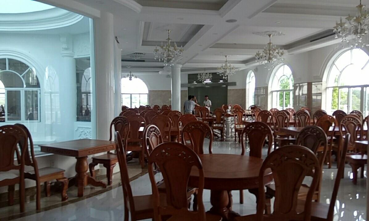 Nội thất bàn ghế bên trong Nhà hàng chay Hương Sen Trắng - Bình Thuận
