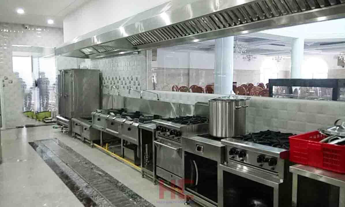 Line bếp nấu chính trong khu bếp nhà hàng chay hương sen trắng bình thuận