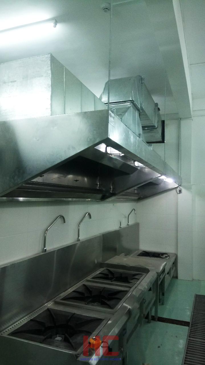 Trường mầm non iSchool Ninh ThuậnHệ thống chụp hút khói được lắp đặt trên khu bếp