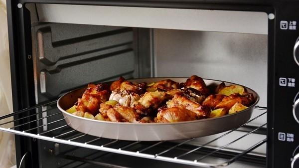 Sử dụng đúng vật dụng có thể cho vào lò nướng để đảm bảo an toàn