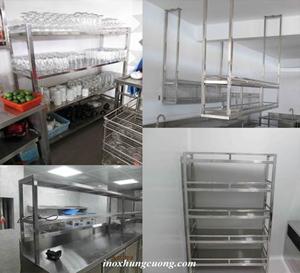 Cách bố trí kệ trong khu bếp công nghiệp