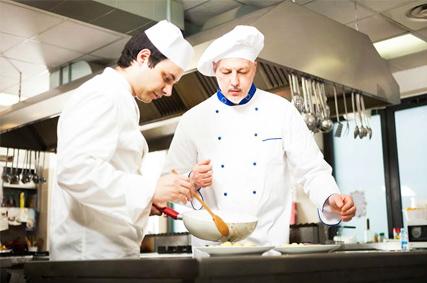 Giải pháp giúp người đầu bếp đỡ vất vả hơn khi phục vụ đông khách