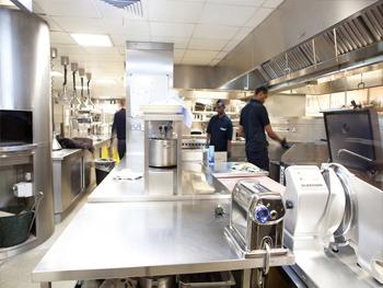 Cung cấp thiết bị bếp nhà hàng khách sạn bằng inox 304 chất lượng cao