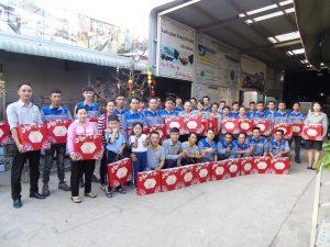 Inox Hùng Cường trao quà tết 2021 cho cán bộ nhân viên