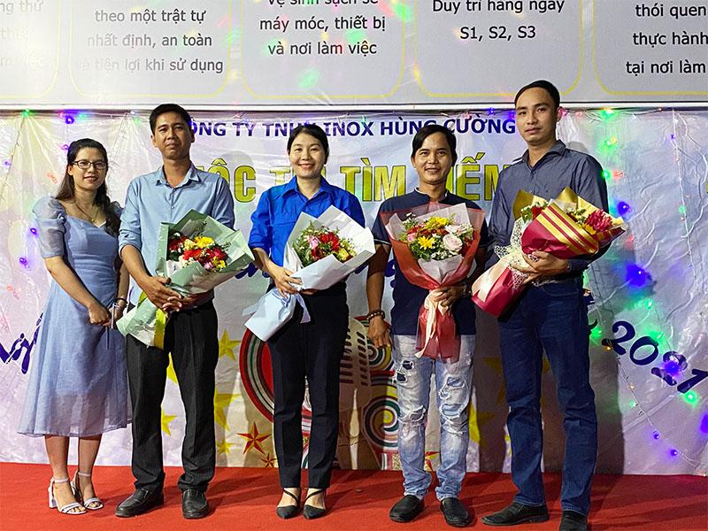 Ban giám khảo cuộc thi